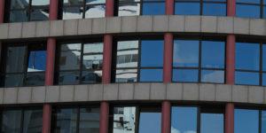 Spiegelfolien beim Bürogebäude
